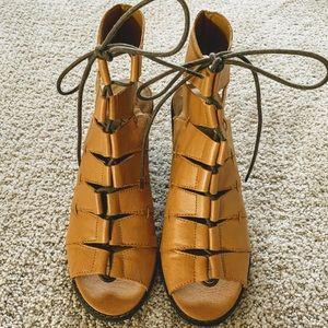 Kelsi Dagger Stacked Heel, Lace up Sandal, sz 8